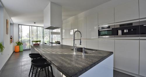 Kookeiland Met Zitgedeelte : Kookeiland Met Spoelbak En Kookplaat ~ Home design ideeën