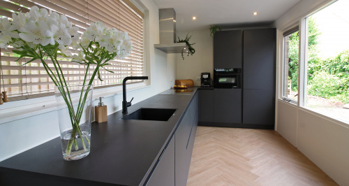 zwart dekton werkblad keuken