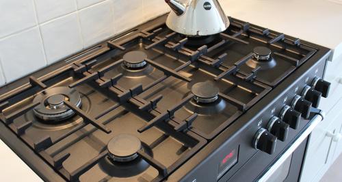 zwart fornuis bertazzoni keuken