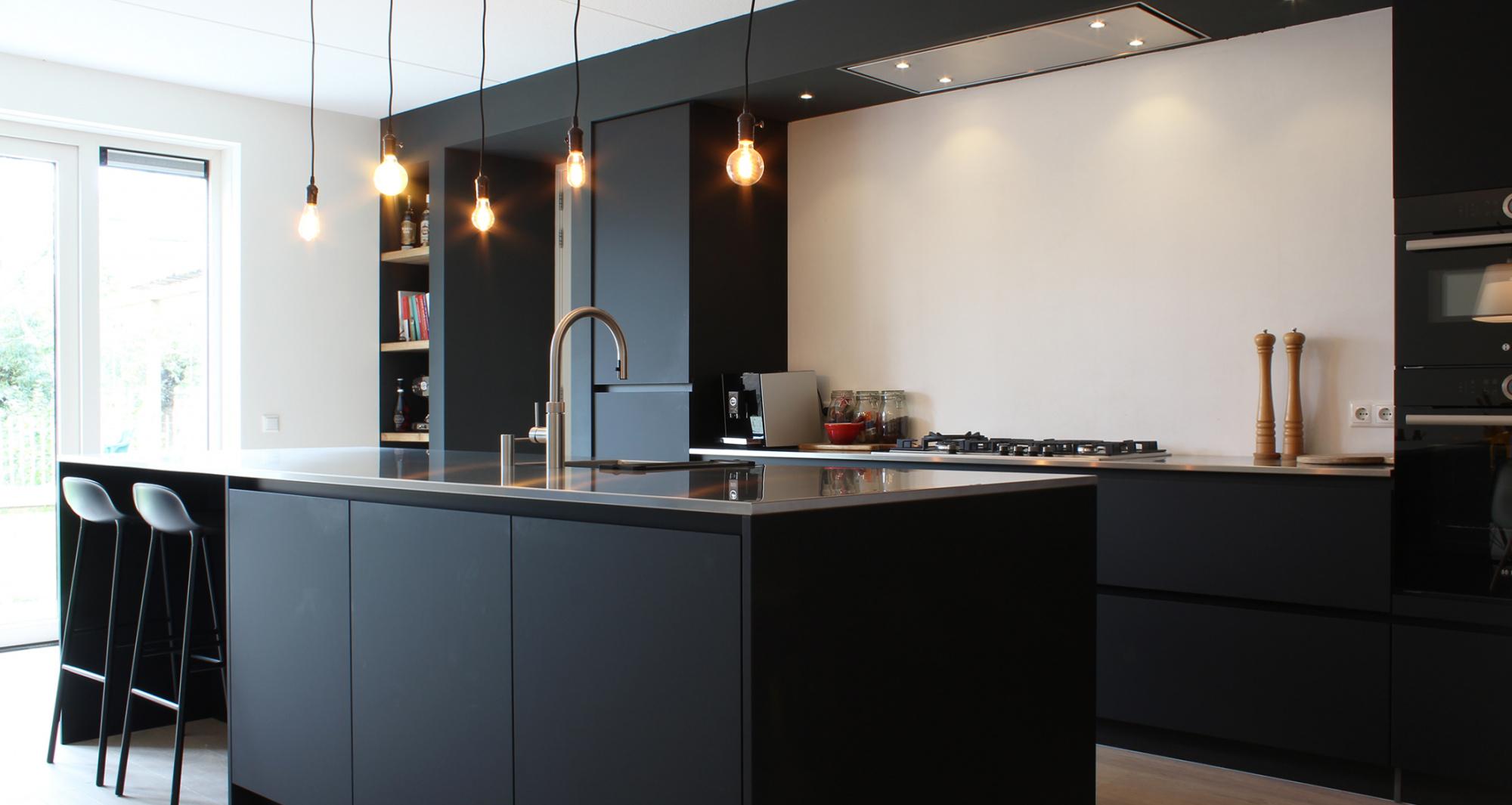 Strakke Zwarte Keuken : Mat zwarte keuken fam de bruijn inhuis keukens
