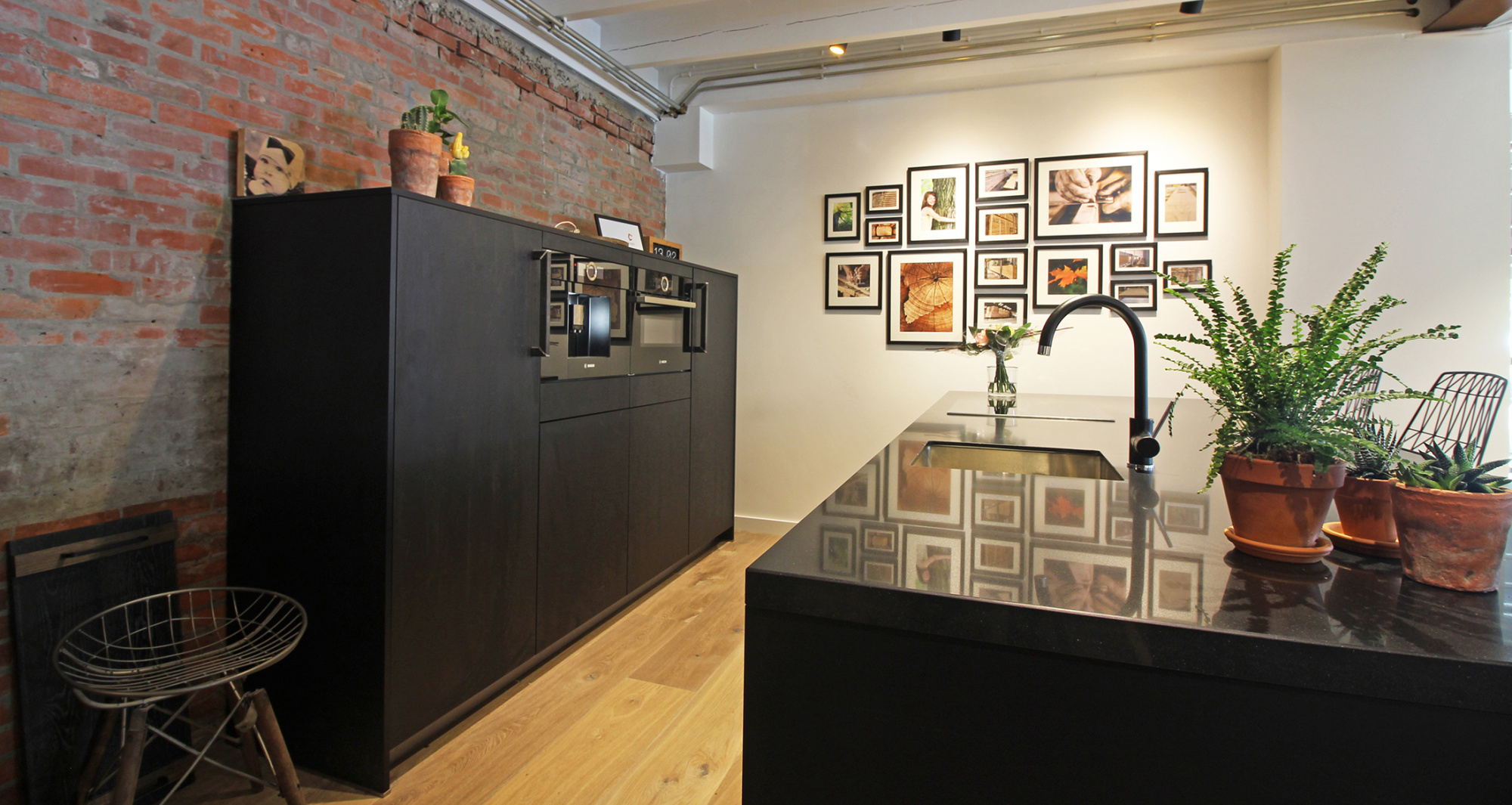 Keuken Zwart Stoere : Prachtige zwarte keuken inhuis keukens