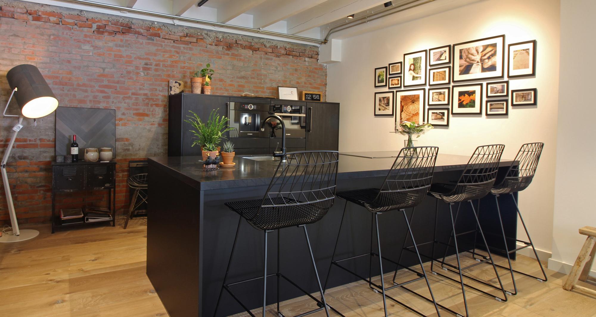 Prachtige zwarte keuken inhuis keukens