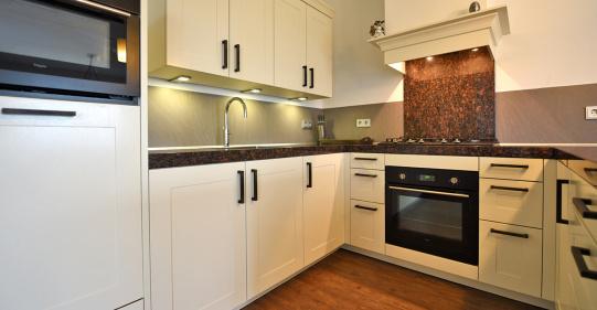 Klassieke keuken met eiken kaderfront