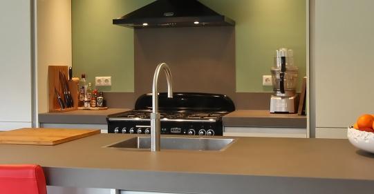 moderne keuken met fornuis